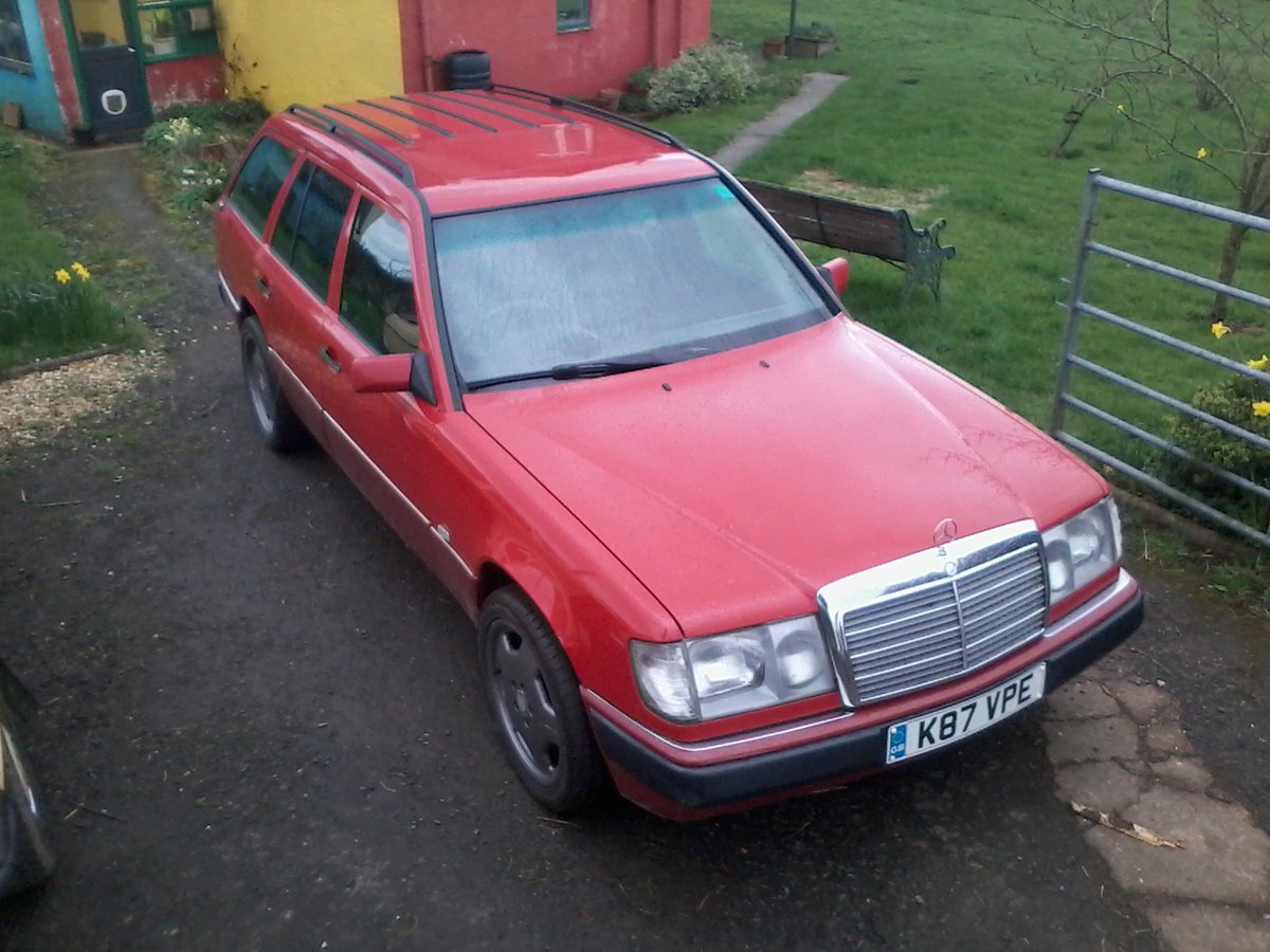 1992 mercedes w124 230 te estate a great car For Sale (picture 1 of 6)