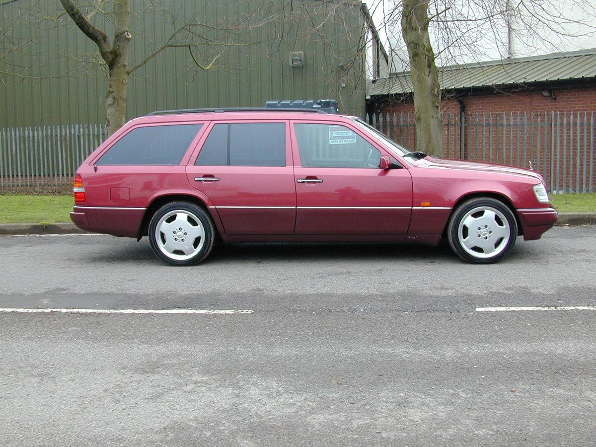 1993 MERCEDES BENZ W124 E320 ESTATE 7 SEAT AUTO RHD  EXCEPTIONAL! For Sale (picture 2 of 6)