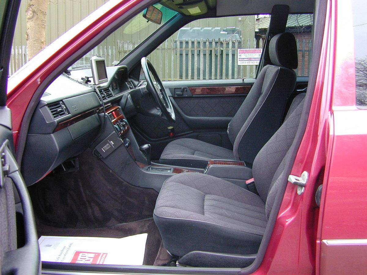 1993 MERCEDES BENZ W124 E320 ESTATE 7 SEAT AUTO RHD  EXCEPTIONAL! For Sale (picture 4 of 6)