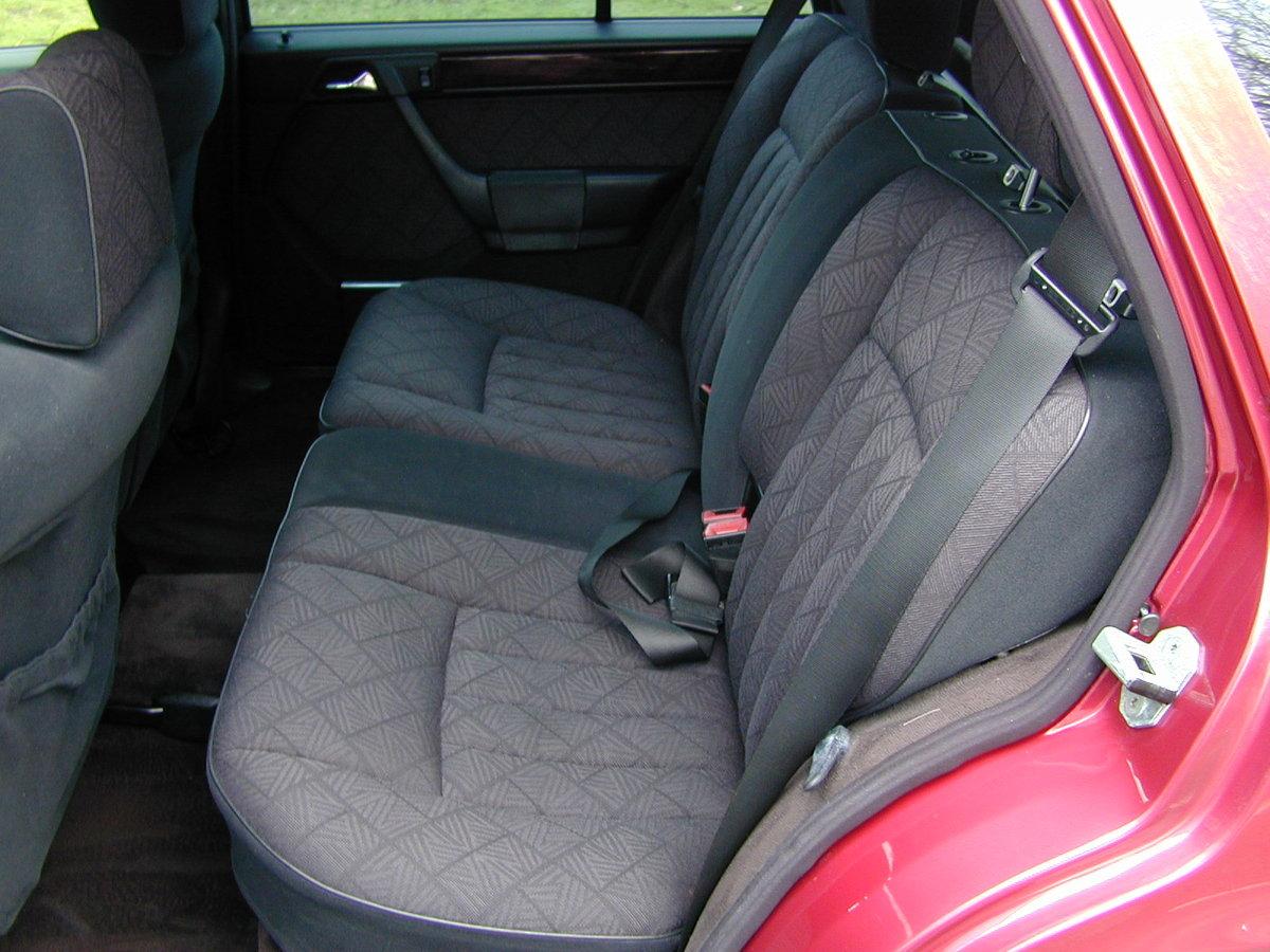 1993 MERCEDES BENZ W124 E320 ESTATE 7 SEAT AUTO RHD  EXCEPTIONAL! For Sale (picture 5 of 6)