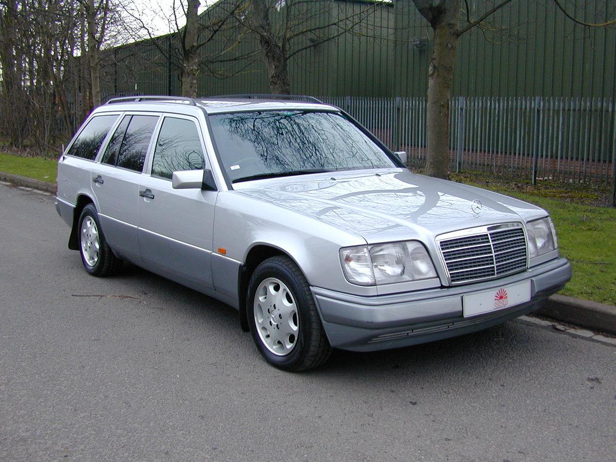 1996 MERCEDES BENZ W124 E280 ESTATE 7 SEAT AUTO RHD - EXCEPTIONAL For Sale (picture 1 of 6)