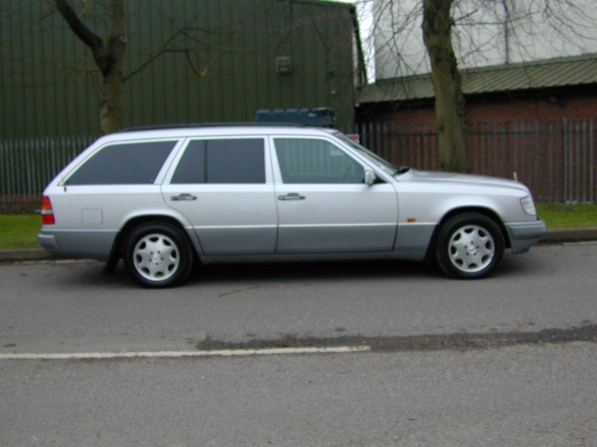 1996 MERCEDES BENZ W124 E280 ESTATE 7 SEAT AUTO RHD - EXCEPTIONAL For Sale (picture 2 of 6)