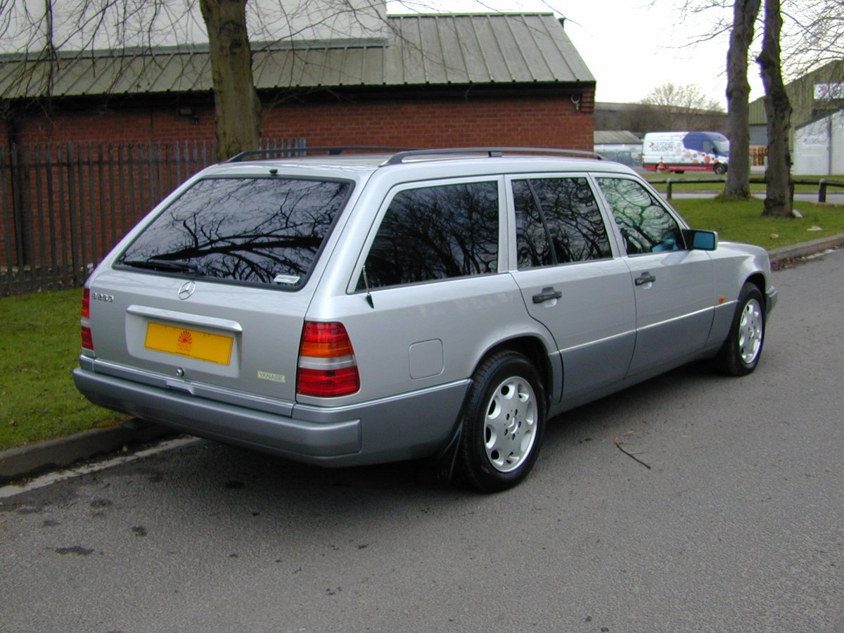 1996 MERCEDES BENZ W124 E280 ESTATE 7 SEAT AUTO RHD - EXCEPTIONAL For Sale (picture 3 of 6)