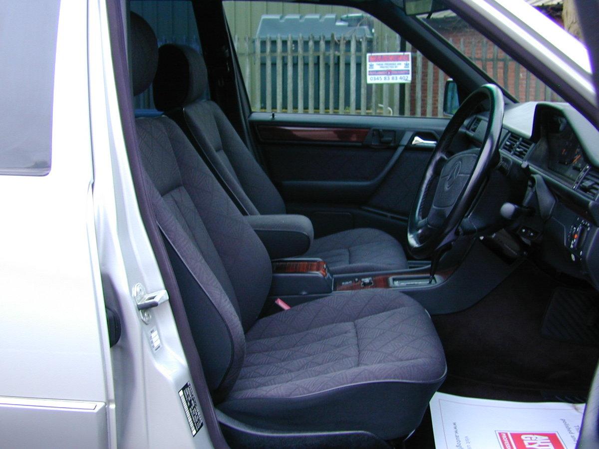 1996 MERCEDES BENZ W124 E280 ESTATE 7 SEAT AUTO RHD - EXCEPTIONAL For Sale (picture 4 of 6)