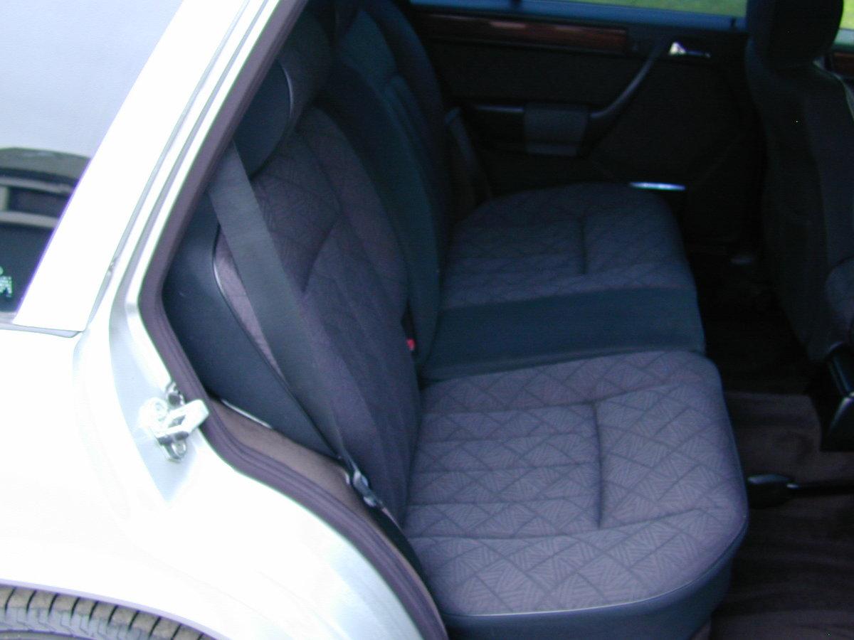 1996 MERCEDES BENZ W124 E280 ESTATE 7 SEAT AUTO RHD - EXCEPTIONAL For Sale (picture 5 of 6)
