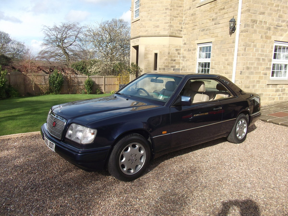 1995 MINT E220 COUPE -W124 SERIES. PILLARLESS COUPE. For Sale (picture 1 of 6)