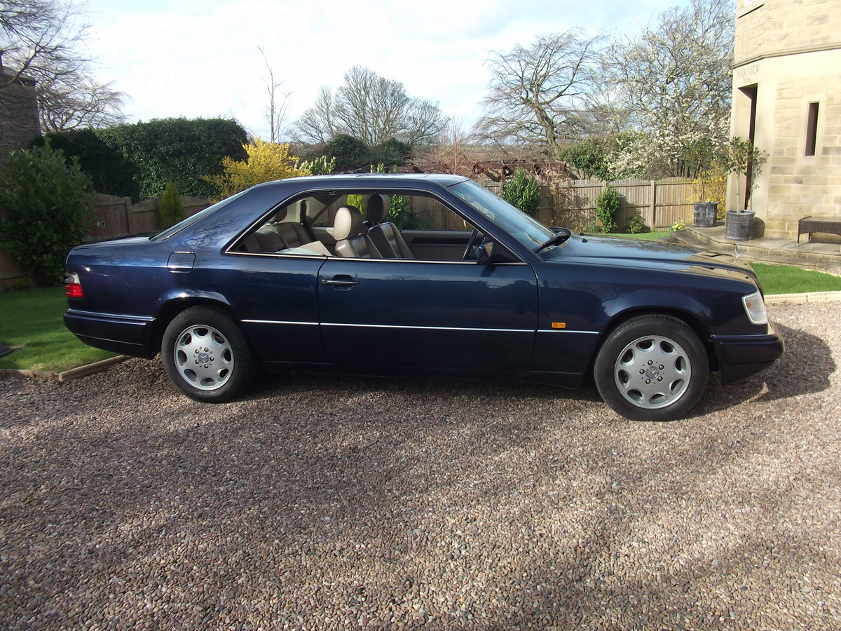 1995 MINT E220 COUPE -W124 SERIES. PILLARLESS COUPE. For Sale (picture 3 of 6)