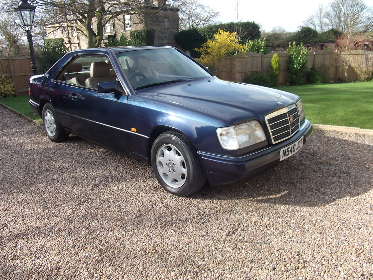 1995 MINT E220 COUPE -W124 SERIES. PILLARLESS COUPE. For Sale (picture 4 of 6)