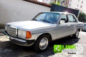 Mercedes (W123) Classe 200 (1981) CONSERVATO