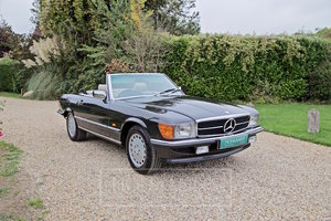 1987 MERCEDES-BENZ SL500 R107  For Sale