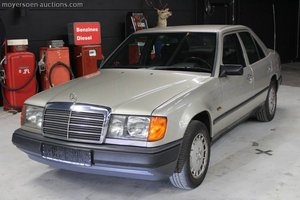 1988 MERCEDES-BENZ 250D For Sale by Auction