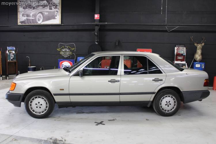 1988 MERCEDES-BENZ 250D For Sale by Auction (picture 2 of 3)
