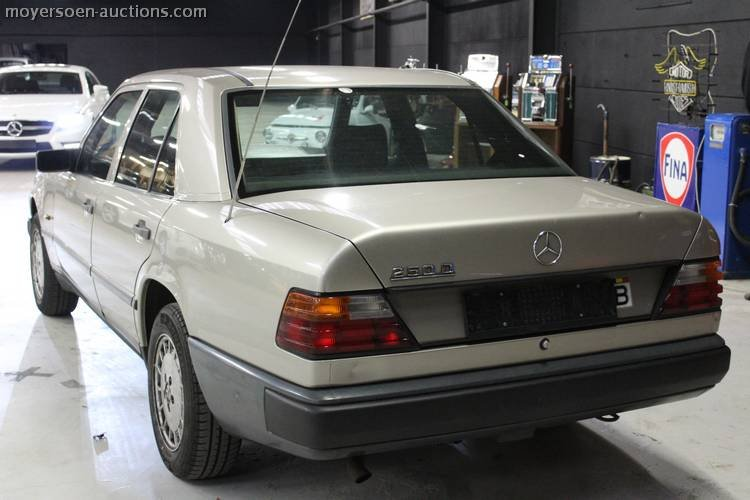 1988 MERCEDES-BENZ 250D For Sale by Auction (picture 3 of 3)