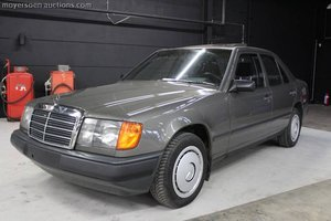 1987 MERCEDES-BENZ E200 For Sale by Auction