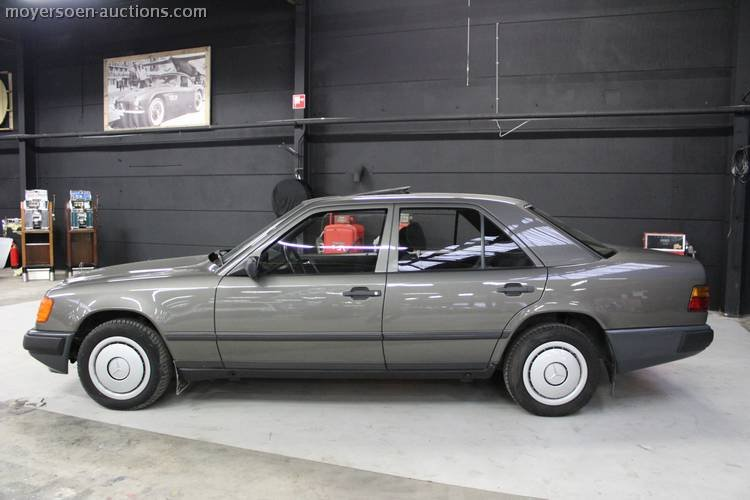 1987 MERCEDES-BENZ E200 For Sale by Auction (picture 2 of 3)