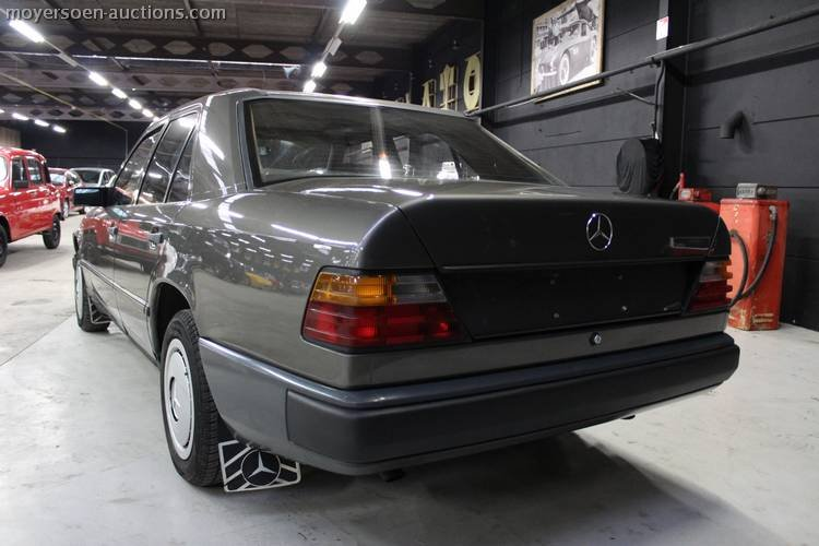 1987 MERCEDES-BENZ E200 For Sale by Auction (picture 3 of 3)