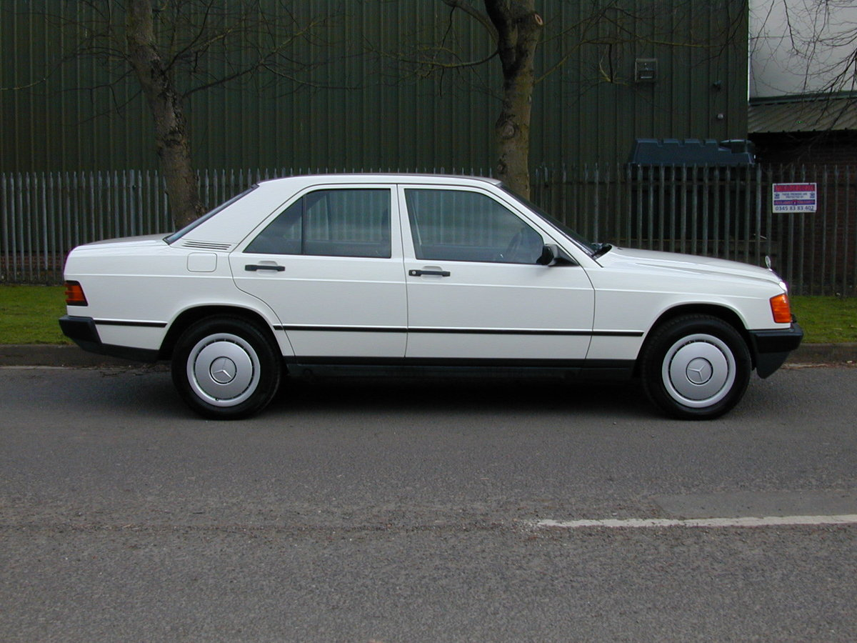 1985 MERCEDES BENZ 190 2.0e AUTO RHD - EARLY CAR - JUST 17k!  For Sale (picture 2 of 6)