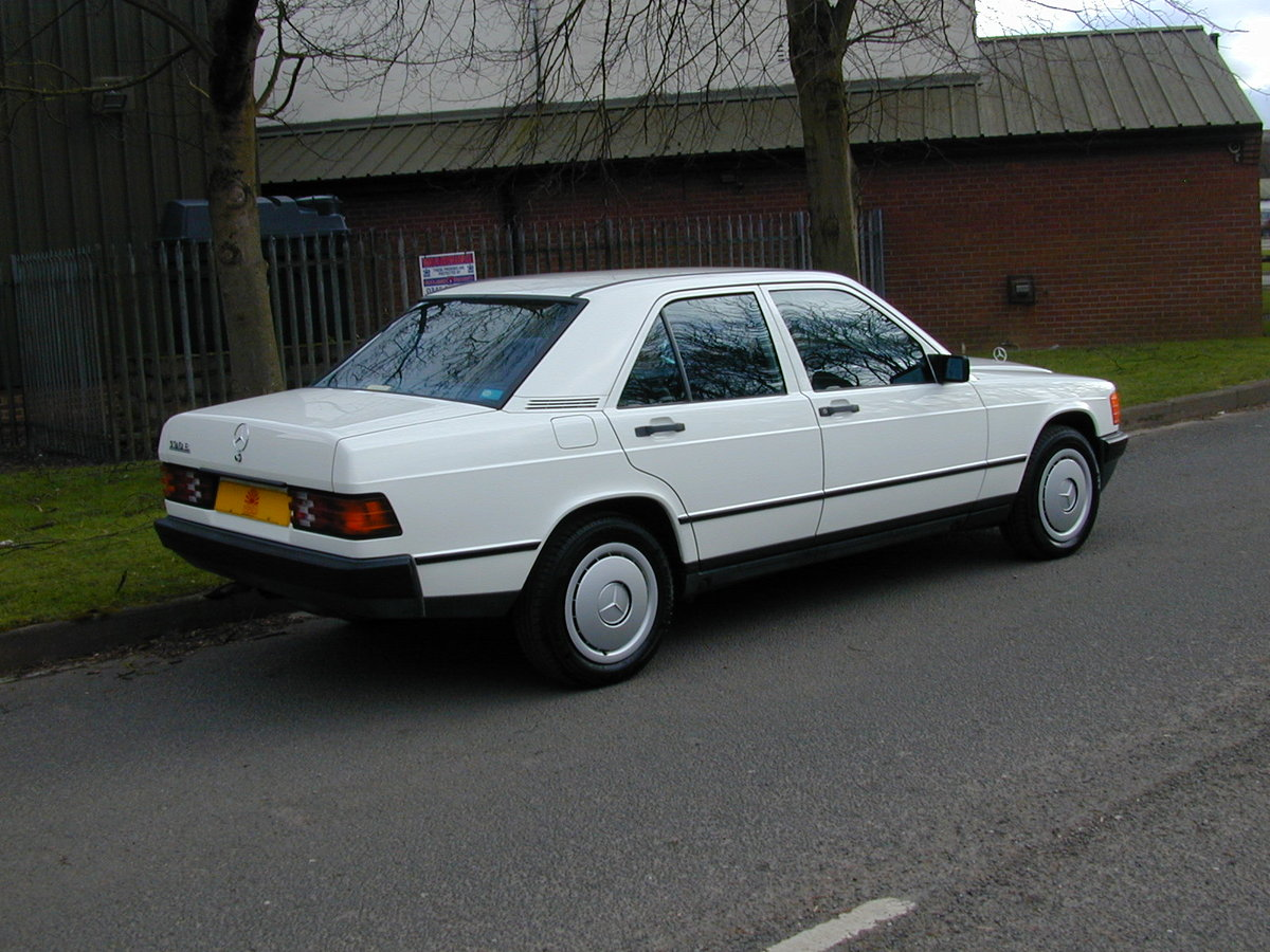 1985 MERCEDES BENZ 190 2.0e AUTO RHD - EARLY CAR - JUST 17k!  For Sale (picture 3 of 6)