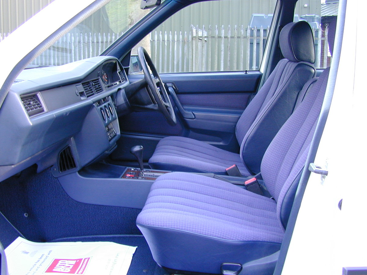 1985 MERCEDES BENZ 190 2.0e AUTO RHD - EARLY CAR - JUST 17k!  For Sale (picture 4 of 6)