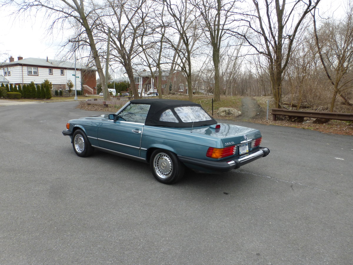 1986 Mercedes 560SL Low Miles Two Tops Good Mechanics - For Sale (picture 4 of 6)