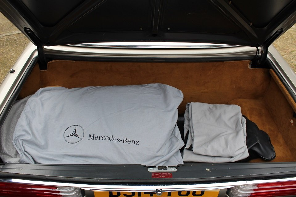 1987 Mercedes R107 560sl in beautiful condition. For Sale (picture 5 of 6)