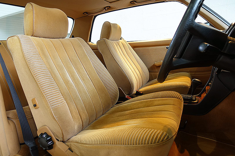 1984 immaculate, lots of factory options, history For Sale (picture 5 of 6)