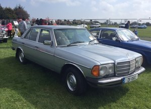 1982 Mercedies-Benz E230 Manual