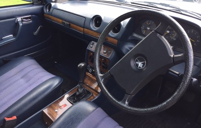 1982 Mercedies-Benz E230 Manual For Sale (picture 2 of 6)
