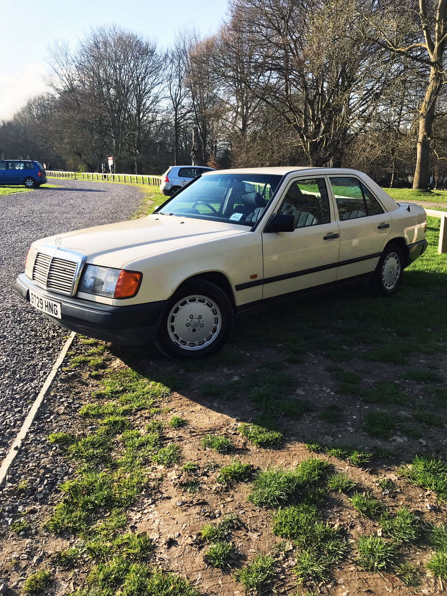 QUICK SELL NEEDED: 1987 Mercedes-Benz E CLASS W124 For Sale (picture 4 of 6)