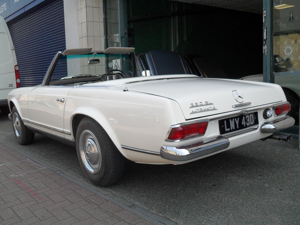 1966 Mercedes Benz 230SL Pagoda ,just 24,000 miles showing For Sale (picture 2 of 5)