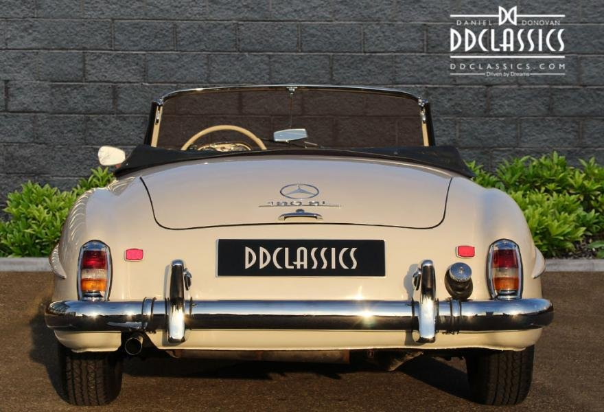1962 Mercedes 190 SL Roadster (LHD) for sale in London For Sale (picture 5 of 12)