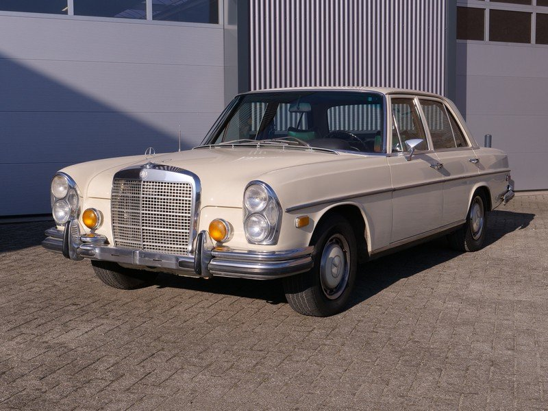 1972 Mercedes Benz 280SE 4.5 with AC For Sale (picture 1 of 6)