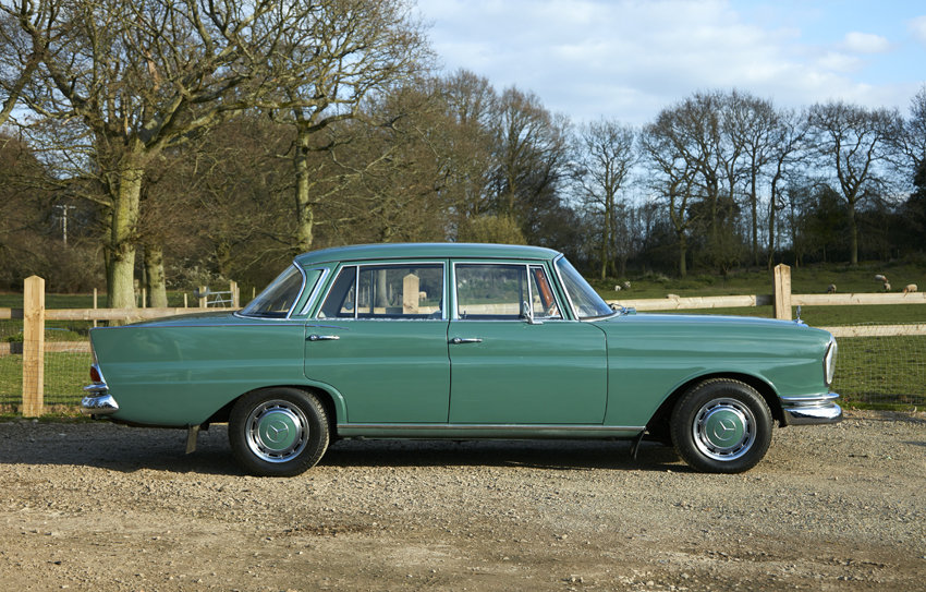 1963 Beautiful Mercedes W111 220S Heckflosse for sale For Sale (picture 1 of 6)