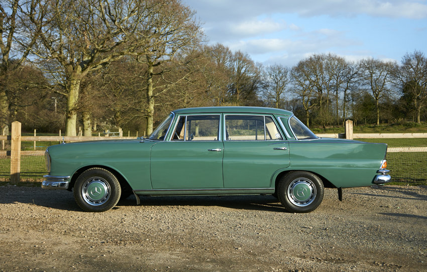 1963 Beautiful Mercedes W111 220S Heckflosse for sale For Sale (picture 4 of 6)