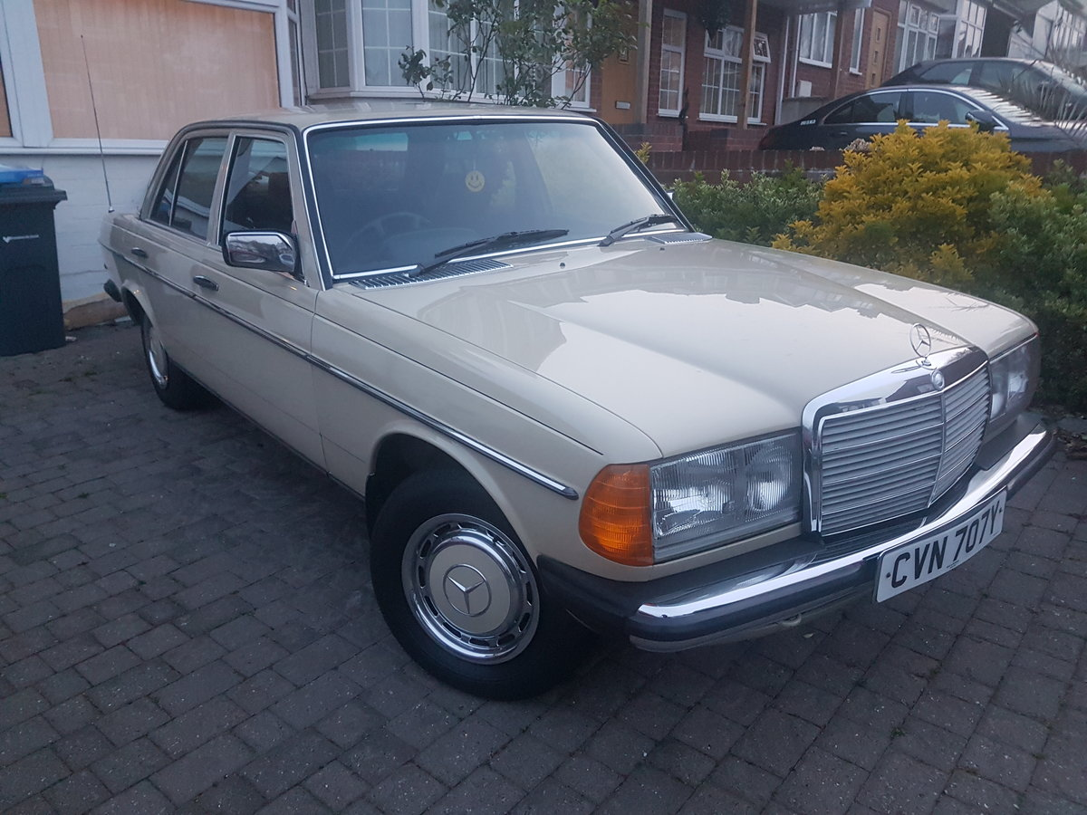 1983 Mercedes Not to be missed! For Sale (picture 1 of 6)