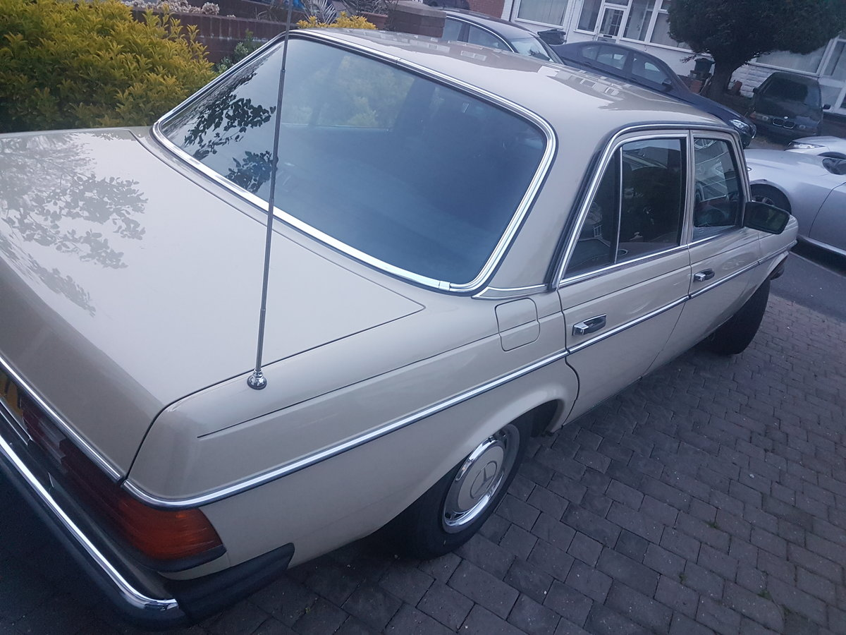 1983 Mercedes Not to be missed! For Sale (picture 2 of 6)