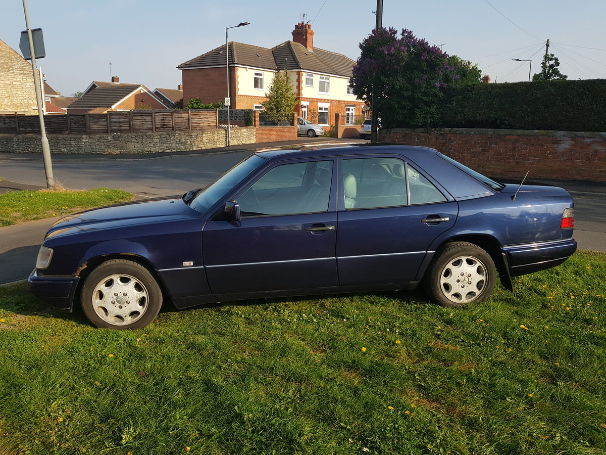 1997 Mercedes E250 Diesel Manual For Sale (picture 4 of 6)