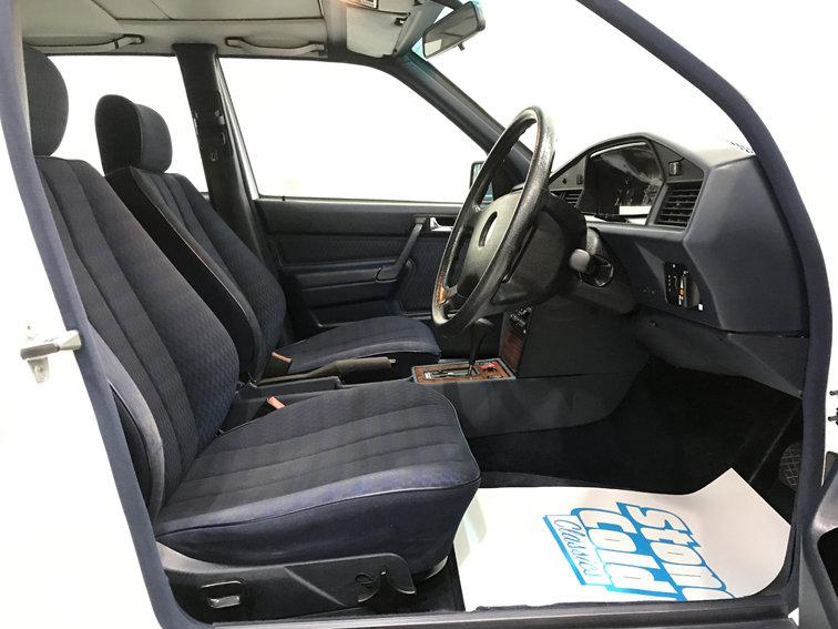 1992 Mercedes 190E 2.0 Auto For Sale (picture 4 of 6)