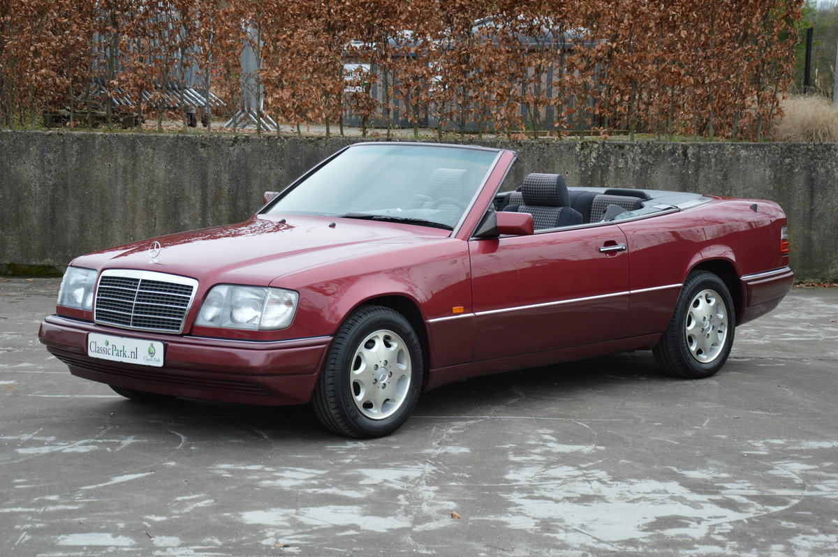 (1017) Mercedes-Benz E200 - 1994  For Sale (picture 1 of 6)
