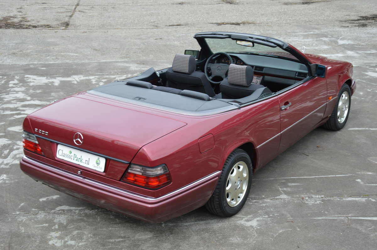 (1017) Mercedes-Benz E200 - 1994  For Sale (picture 2 of 6)