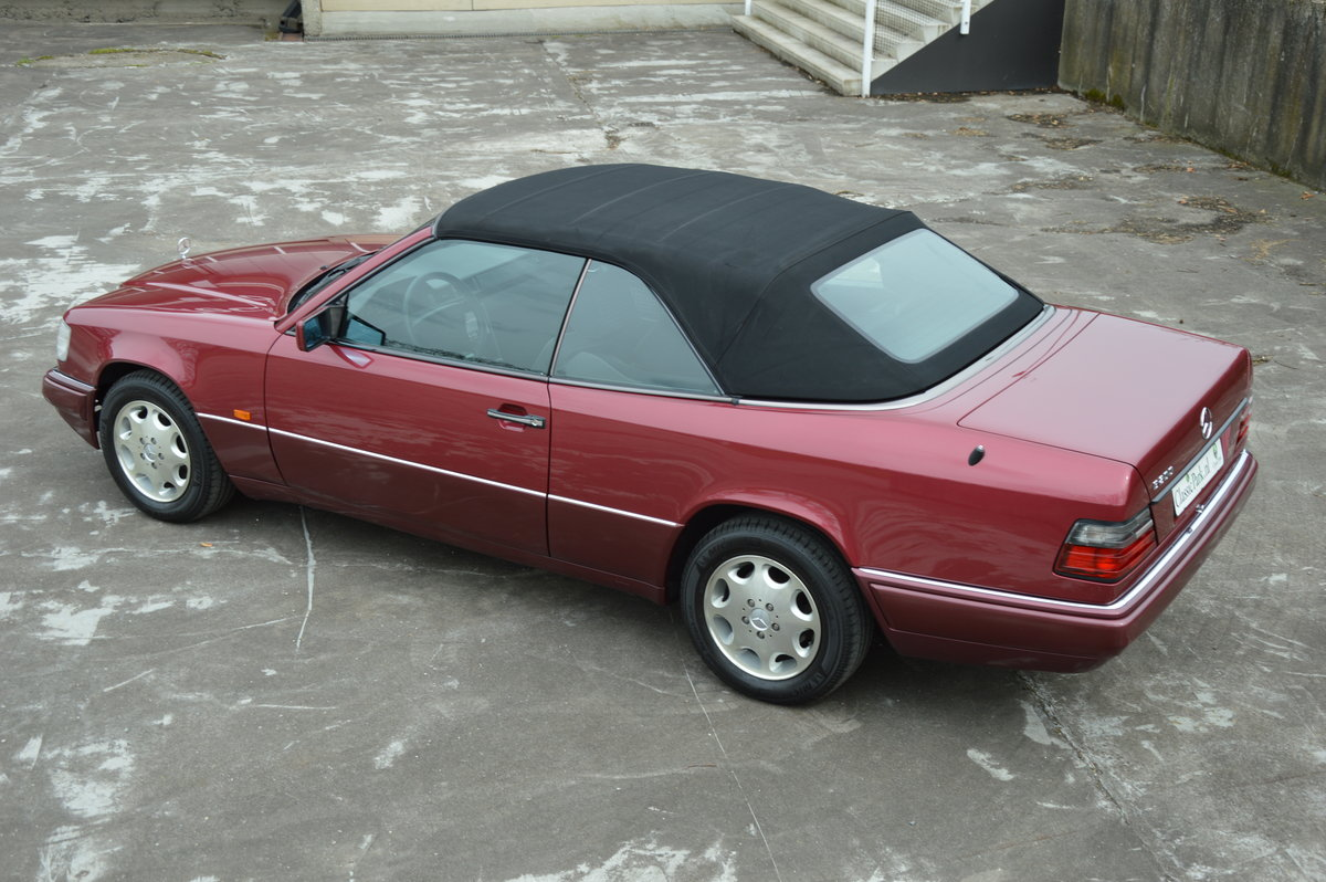 (1017) Mercedes-Benz E200 - 1994  For Sale (picture 4 of 6)