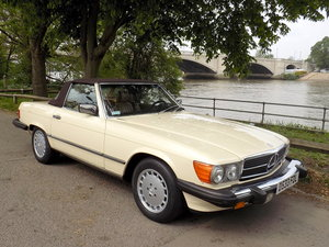 1987 MERCEDES BENZ 560SL (R107) SPORTS CONVERTIBLE SOLD
