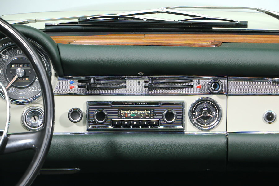 1968 Mercedes-Benz 280 SL Roadster For Sale (picture 5 of 6)