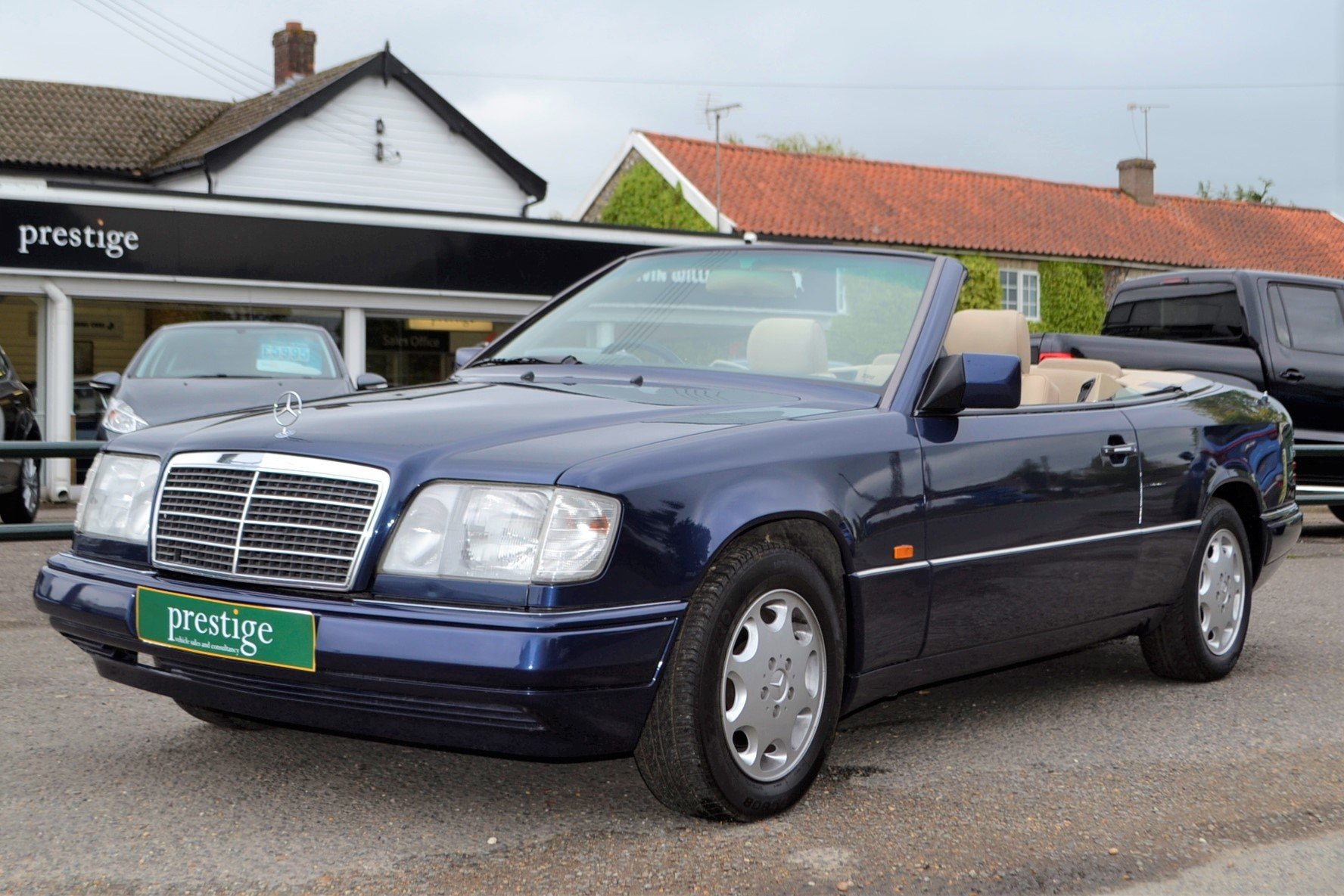 1996 Mercedes E220 Cabriolet – 4 seater For Sale (picture 1 of 12)