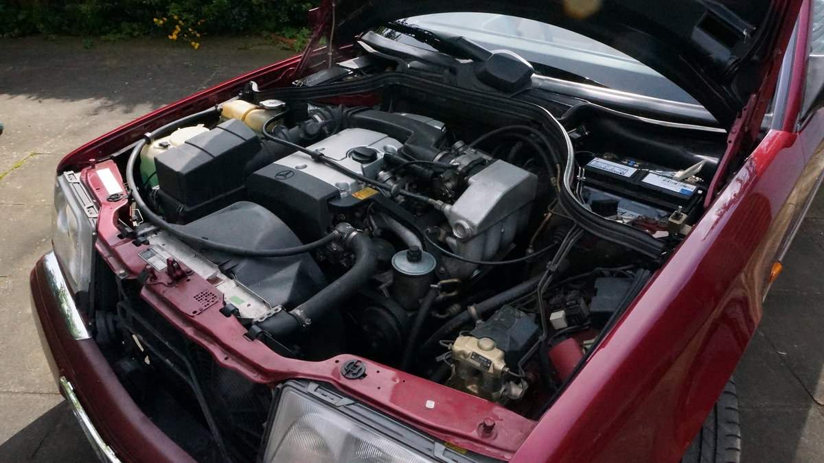 1994 Mercedes A124 220  Red Metallic Cabriolet  For Sale (picture 4 of 6)