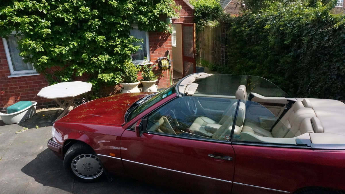 1994 Mercedes A124 220  Red Metallic Cabriolet  For Sale (picture 5 of 6)