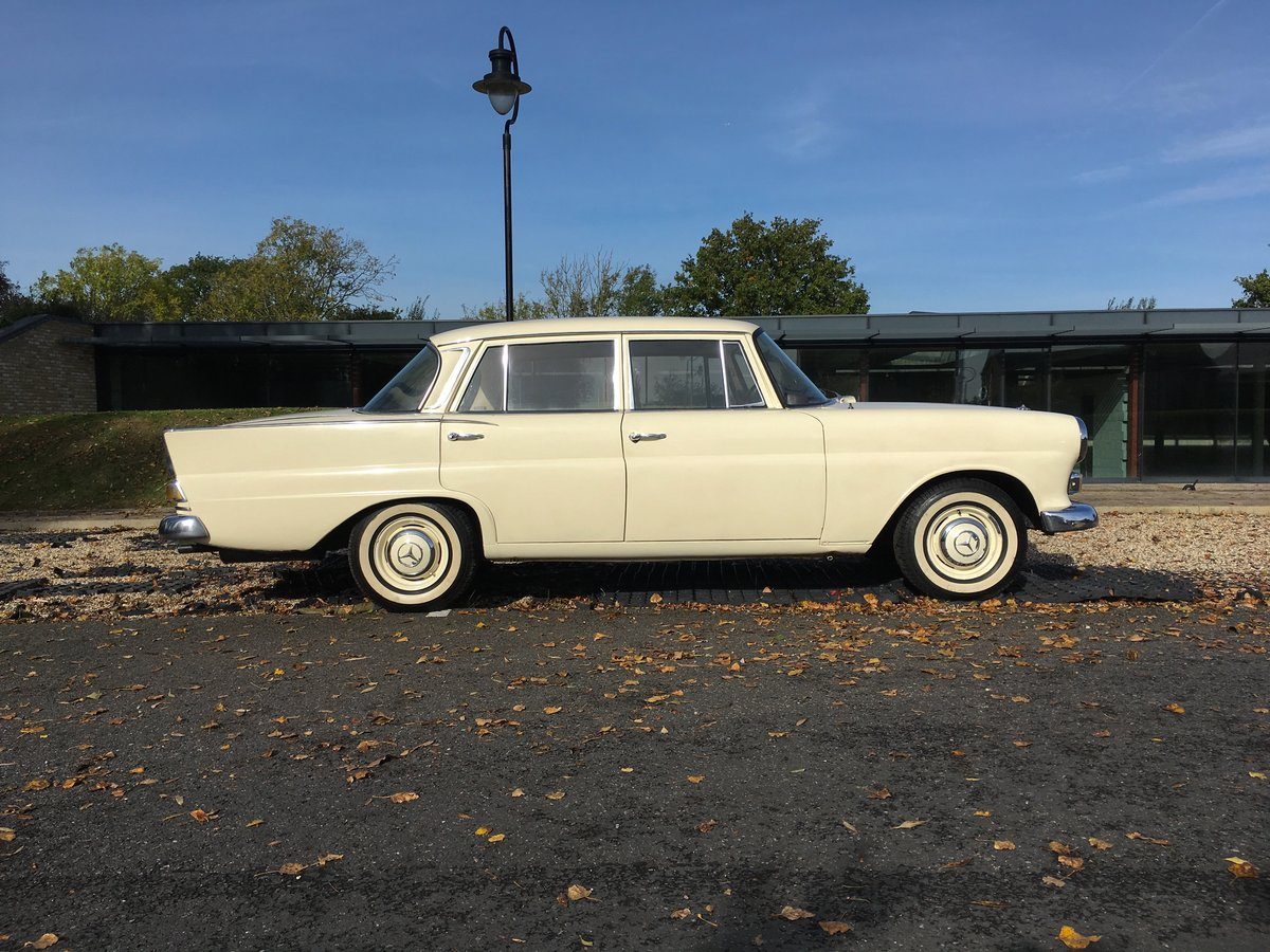 1967 Mercedes-Benz 200 'Fintail' W110 For Sale (picture 2 of 6)