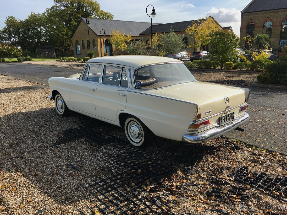 1967 Mercedes-Benz 200 'Fintail' W110 For Sale (picture 3 of 6)