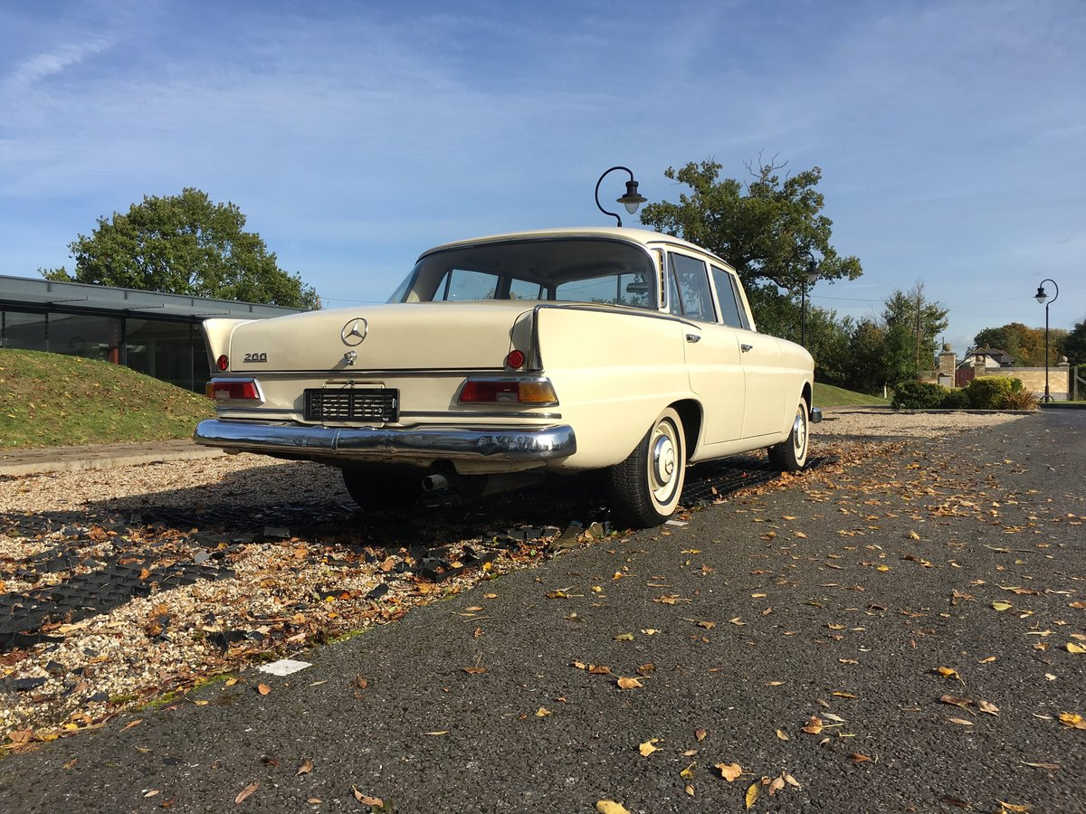 1967 Mercedes-Benz 200 'Fintail' W110 For Sale (picture 4 of 6)