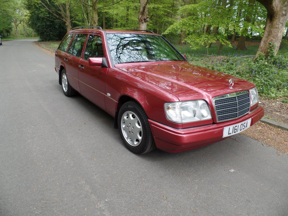 1993 Mercedes W124 E220 Estate SOLD (picture 1 of 6)